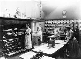 Photo:Cookery Class, St. Marylebone Charity School c.1900
