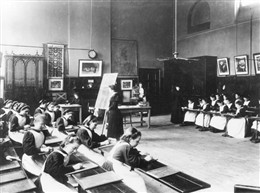 Photo:Arithmetic Lesson, St. Marylebone Charity School c. 1900